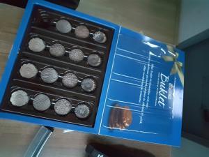 Ülker Çikolatalar Bembeyaz Kireç Gibiydi Ve Ağızda Dağılıyordu