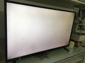 Vestel 49ub8300 Kod Numaralı Tv, Ekranda 7-8 Bölgesinde Ekranda Lekeler Var