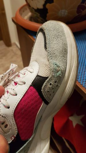 Skechers Ayakkabının Yan Tarafı Eridi
