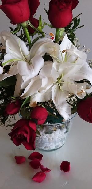 Çiçek Sepeti Çürümüş, Solmuş, Darmadağın Çiçek Yolladılar...