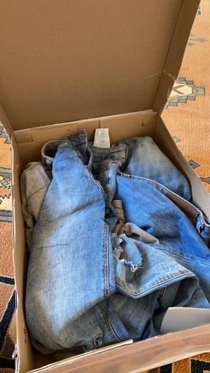 Aseltesetturr Elbise Yerine Yırtık Pantolon Doldurup Göndermişler Kutu İçinde.